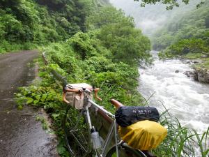 島根県匹見川沿い国道488号線