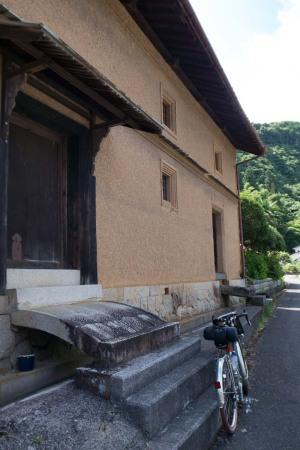 岡山県月田の造り酒屋倉庫